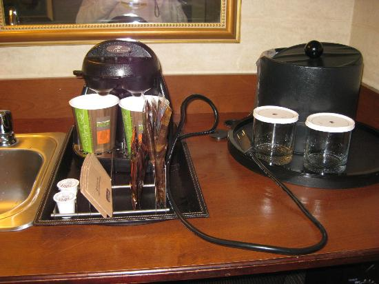 DoubleTree Suites by Hilton Doheny Beach - Dana Point: Coffee maker unplugged