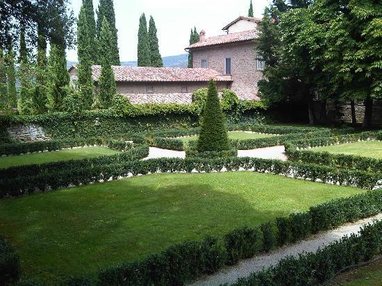 Villa di Piazzano: Giardino all'italiana