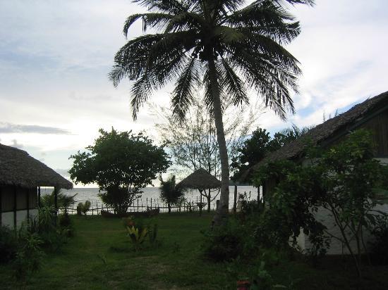 Hôtel Aladabo : Bungalows devant