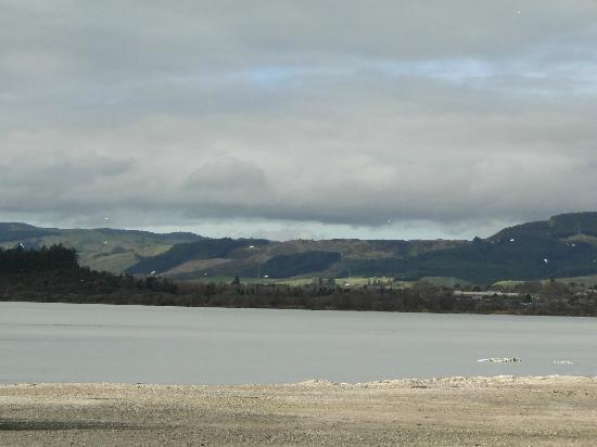 Sudima Hotel Lake Rotorua: Vista del lago frente al hotel