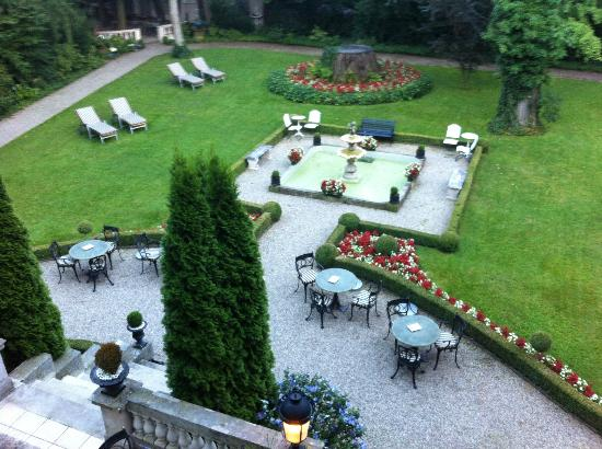 Hotel Belle Epoque: View over garden from our room window (Room 123)