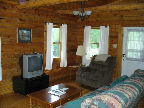 Cedar Grove Lodging: Family room