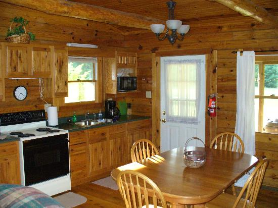 Cedar Grove Lodging: Kitcehn