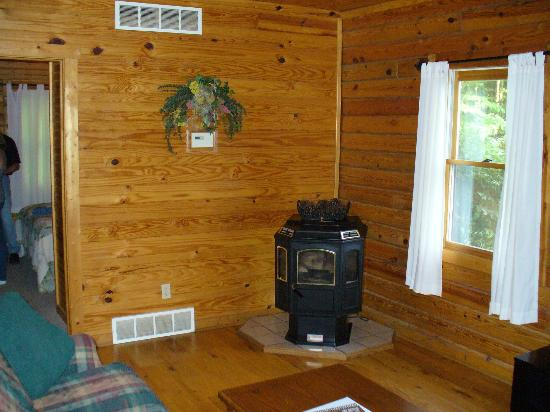 Cedar Grove Lodging: Wood Burner