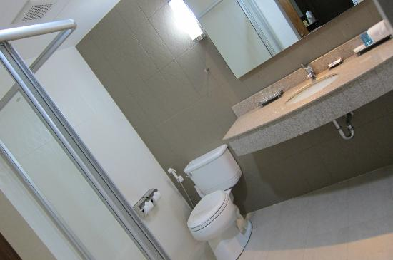 Dynasty Grande Hotel: Bathroom
