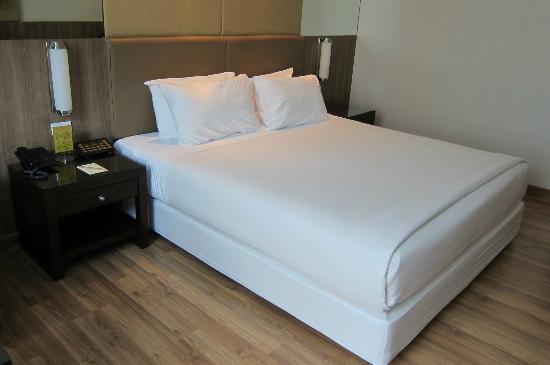 Dynasty Grande Hotel: Bed
