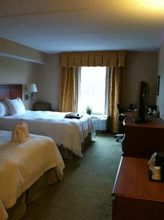 Hampton Inn & Suites Poughkeepsie: Standard Double Queen Room