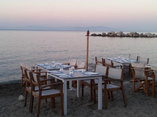 Spitaki-Kos: spitaki tavoli sul mare
