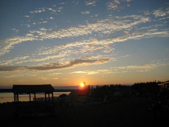 Beach & Breeze Cottages: sunset from deck