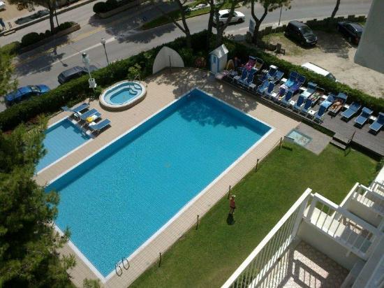 Hotel Atlantic: Esterno - piscine e giardino