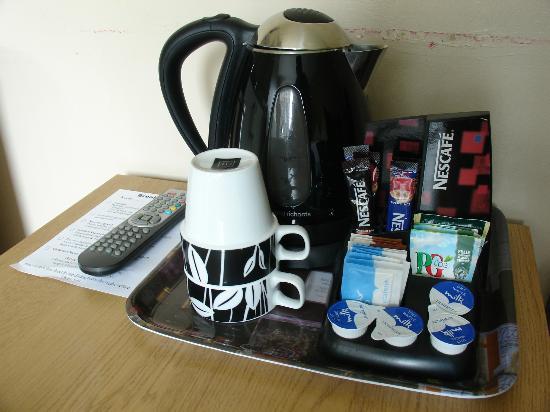 Martin's Guest House: Hervidor de agua para café y tés