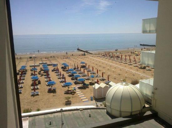 Hotel Vidi Miramare & Delfino: Vista dalla camera (laterale)