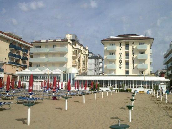 Hotel Vidi Miramare & Delfino: Hotel dalla spiaggia - 2