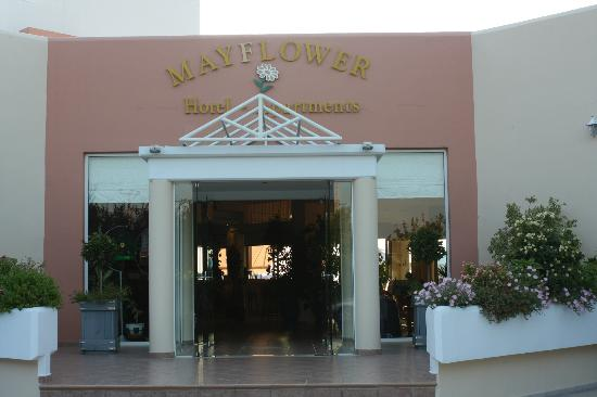 Mayflower Apartments: Front entrance