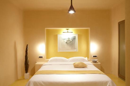 Voreina Gallery Suites: Vineyard Suite