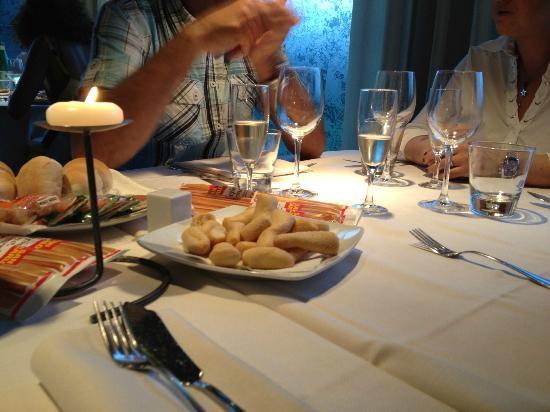Treviolo, Italien: Grissini e crecker