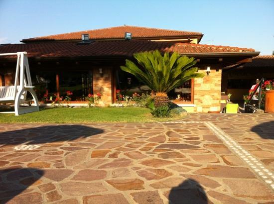 West Garda Hotel: dalla piscina con idromassaggio...