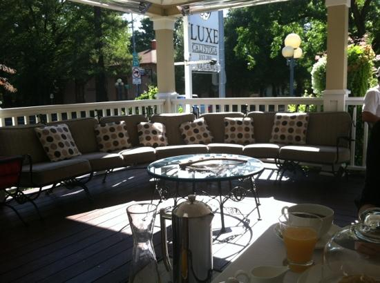 Luxe Calistoga: breakfast dining