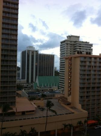 Waikiki Resort Hotel: view from our lanai