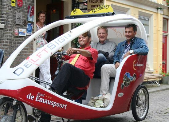 Hotel de Emauspoort: Rick Steves with the bike