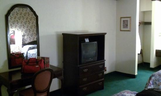 "Pioneer Hotel & Gambling Hall: Inside our room 19"" old school TV"
