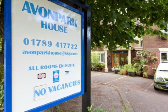 Avonpark House: Free parking