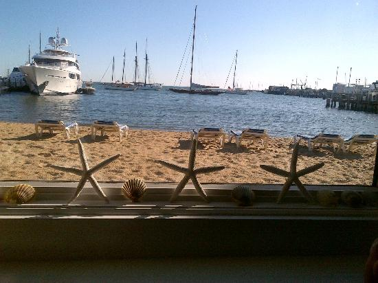 Vineyard Harbor Motel: The beautiful view from our room !! :)