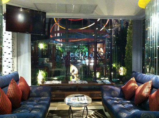 The Sunreno Serviced Apartment: Hotel lobby resting area