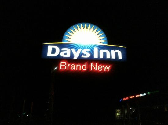 Days Inn Evans Mills/Fort Drum: Exterior Sign - It IS new and clean