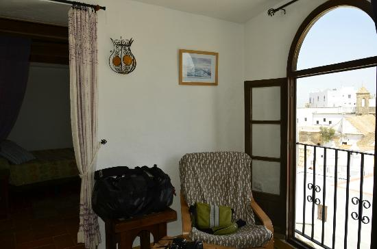 El Cobijo de Vejer: The airy living room