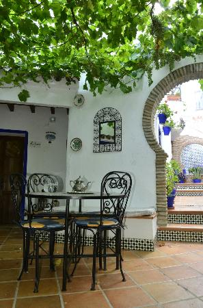 El Cobijo de Vejer: The breakfast area...