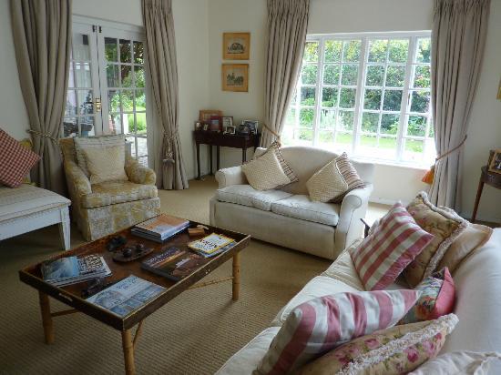 Cornerway House: Comfortable living room