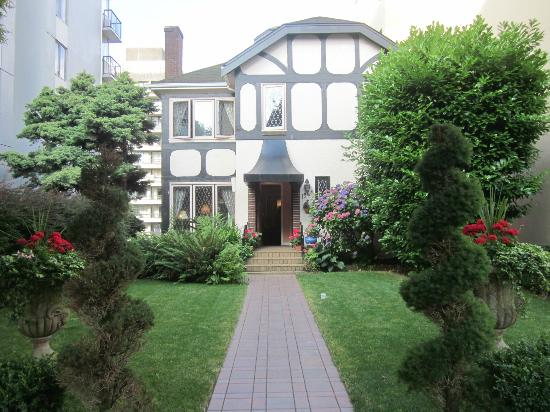 English Bay Inn: B&B entrance