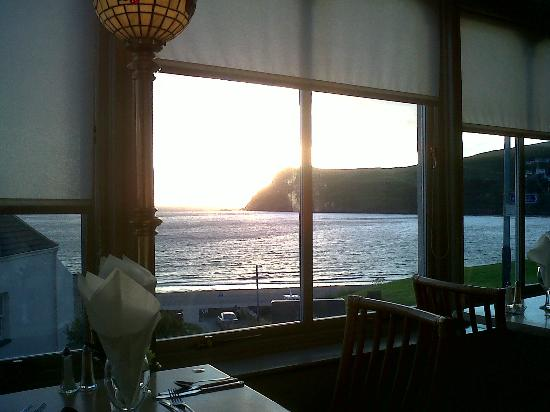 Falcon's Nest Hotel: Dine with a view!
