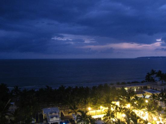 Hotel Riu Vallarta: nighttime in PV
