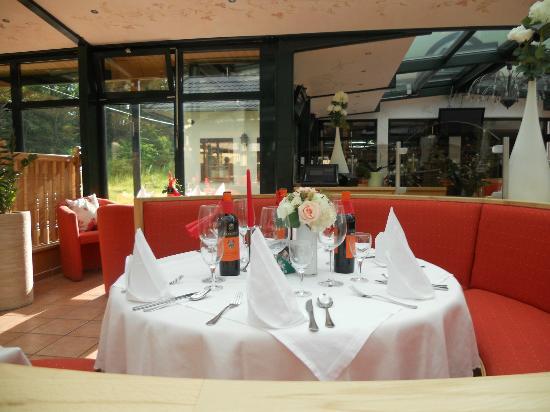 Waldkasino: Tisch am italienischen Abend