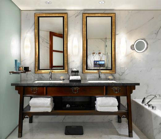 Shangri-La Hotel, Vancouver: Suite Bathroom