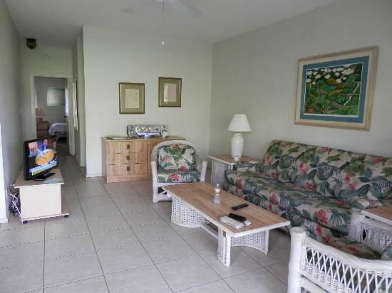 Lae Nani Resort Condos: Unit 314 Living Room