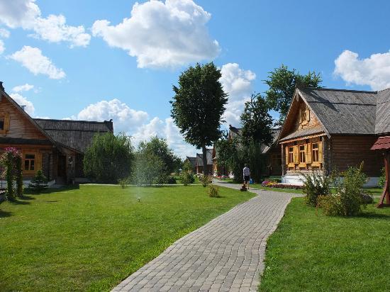 Pushkarskaya Sloboda Hotel: Russian style cabins