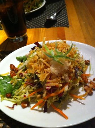 Wolfgang Puck Bar & Grill: Chinois Chicken Salad
