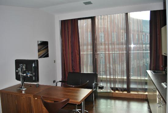 Roomzzz Leeds City: Smart Studio zum Balkon blickend