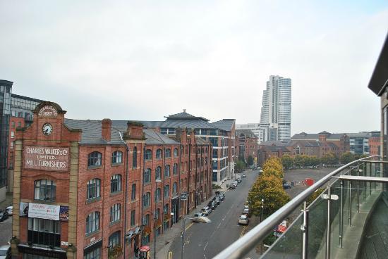 Roomzzz Leeds City: Blick vom Balkon