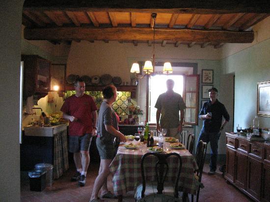 Borgo dei Cadolingi: spacious kitchen/dining area