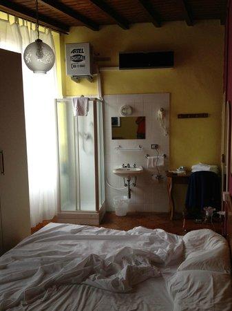 """italhotels san lorenzo: Esto es lo que nos dieron al reservar """"habitación doble con baño"""""""