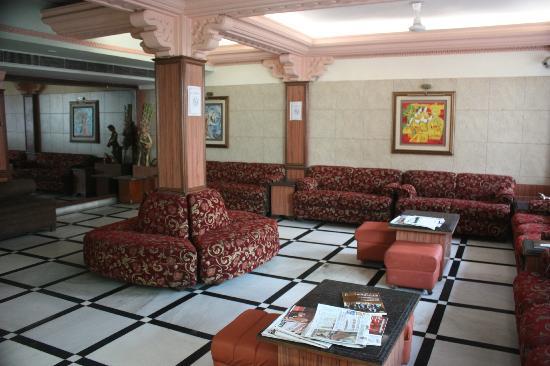 Amar Yatri Niwas: Hotel reception