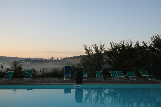 Le Mandrie di Ripalta: Pool in the morning