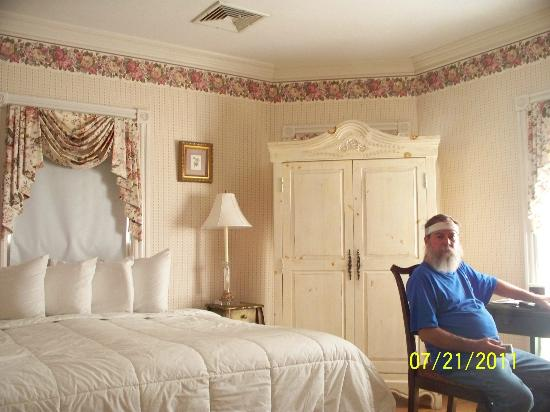The Beaufort Inn: king room in main house