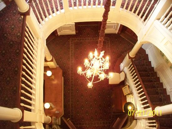 The Beaufort Inn : view down staircase