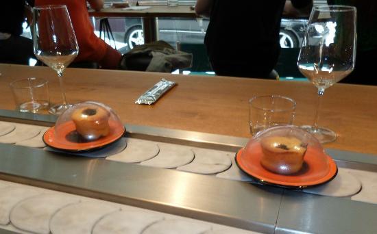 Comocomo by Comotapas: ComoComo: Due solitari desset sul tapis roulant.
