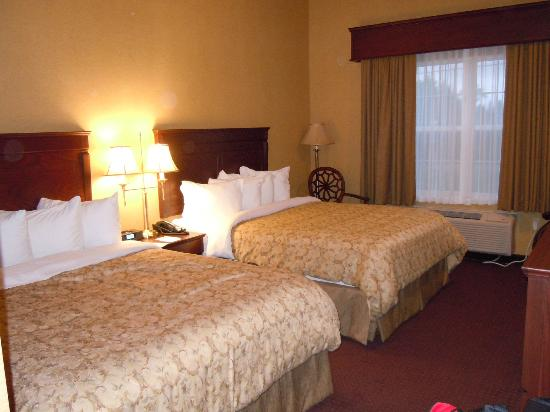 Best Western Plus Fredericton Hotel & Suites : Two Queen beds